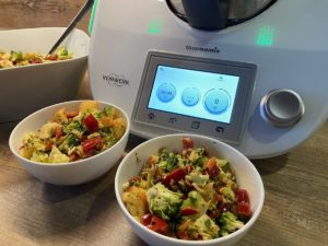 Thermomix® und Rohkostsalat mit Brokkoli, Paprika und Apfel
