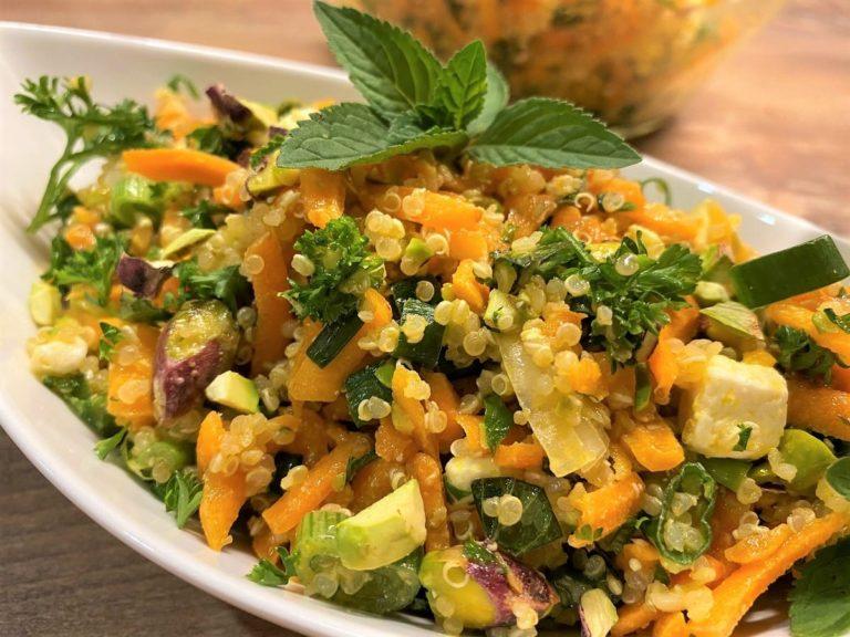 Quinoa-Salat mit Möhren, Feta und Pistazien